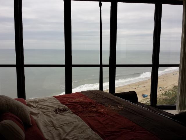 Chambre des maîtres trop regardant océan - parole pour fenêtre de plafond