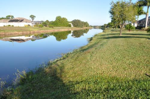 Rotonda River at bottom of back garden