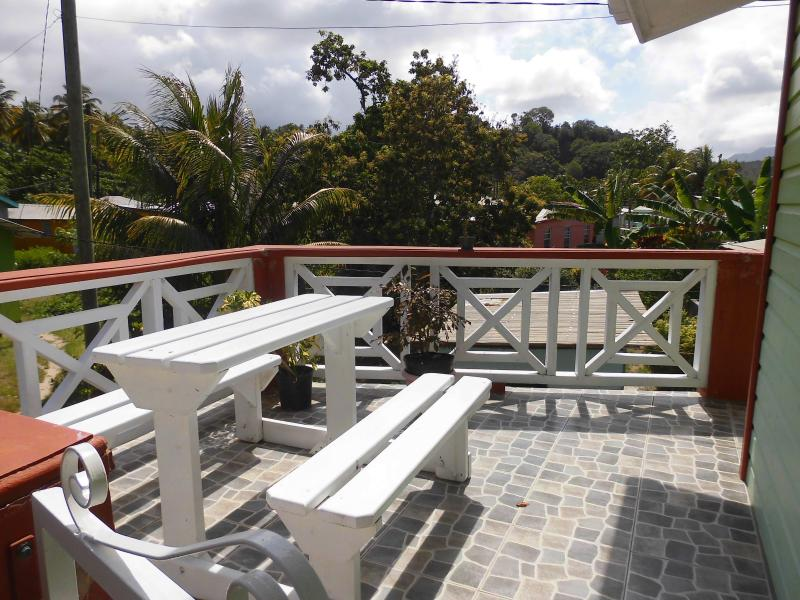 Dee's Inn by the beach, holiday rental in Dominica