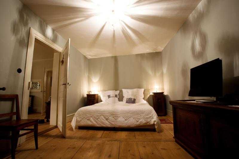 The large bedroom with 180x200 cm bed