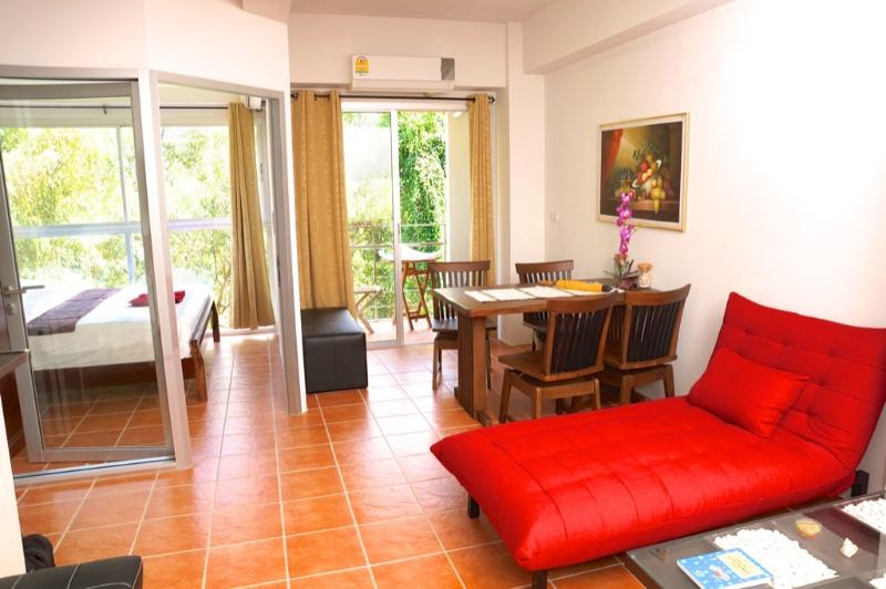 1 bedroom apartment 100m from Laem Mae Phim beach, casa vacanza a Chak Phong