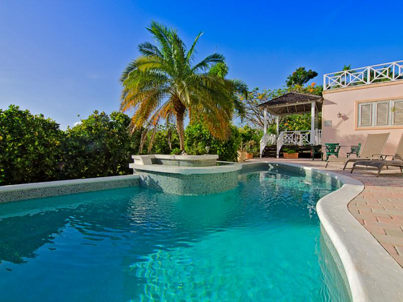 WEST COAST APARTMENT ELEVATED LOCATION WITH POOL, holiday rental in Saint James Parish