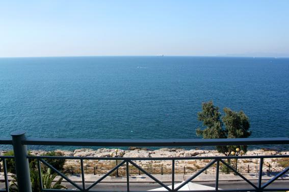 Apartment by the sea, 3rd floor, location de vacances à Piraeus