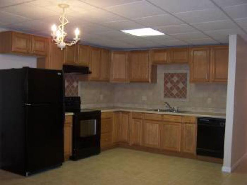 2nd kitchen downstairs, great for extra fridge space or 2nd oven if cooking for holidays!