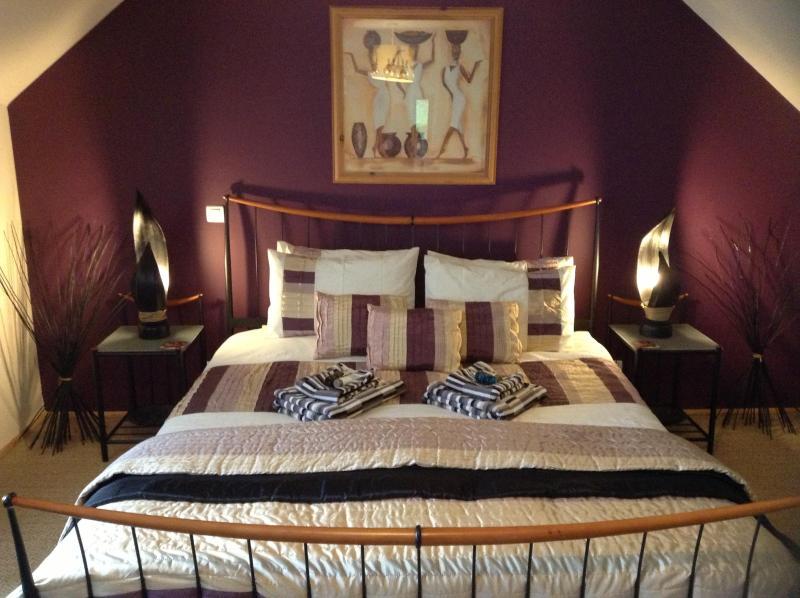 Napoleon Bedroom - En suite 'Super King Bed'