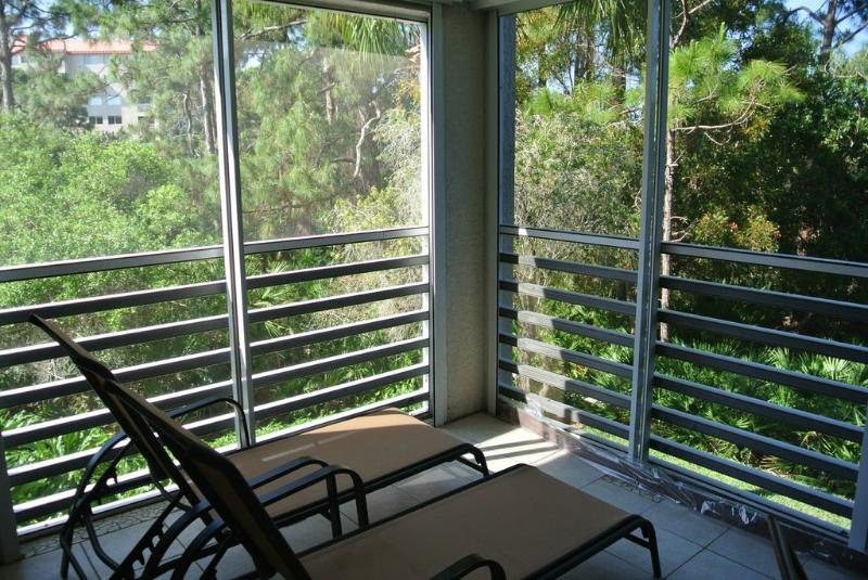 Newly Renovated Condo In Naples Has Shared Yard And