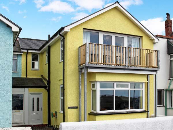 TRYSOR Y MOR, sea views, child-friendly, fantastic coastal location,  in, holiday rental in Borth