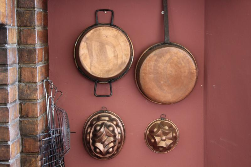 Copper pots close to the fireplace