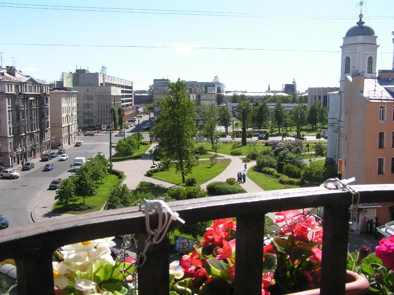 Comfortable 4 room apartment., holiday rental in St. Petersburg