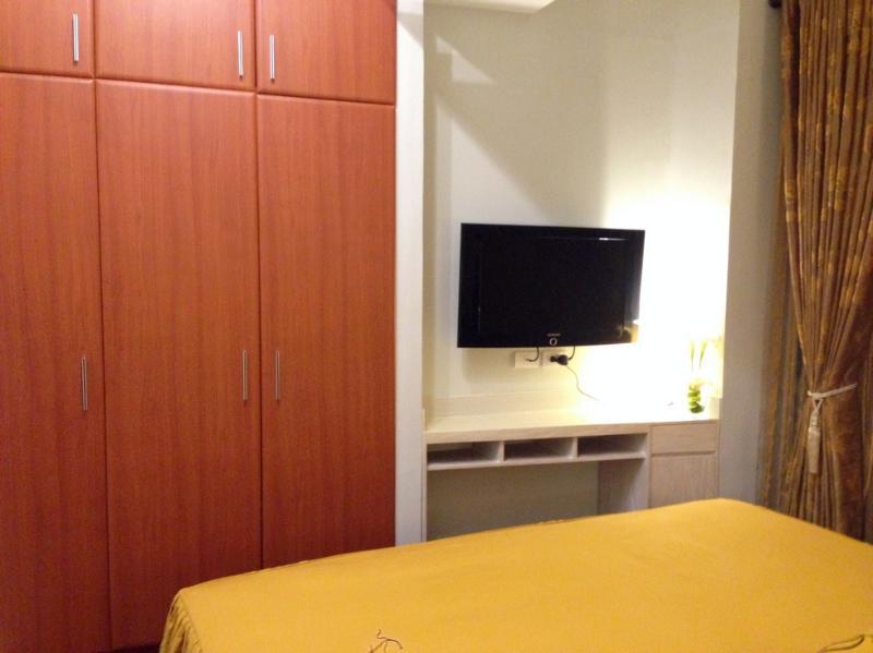 """Chambre avec 32 """"TV LCD avec câble et Closet"""