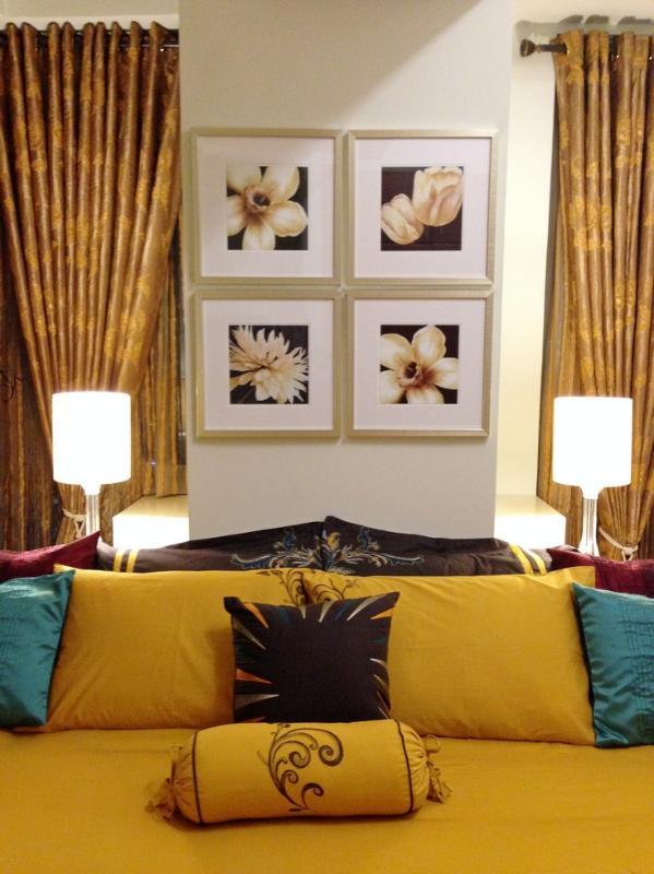 tête de lit et lampes élégant et contemporain