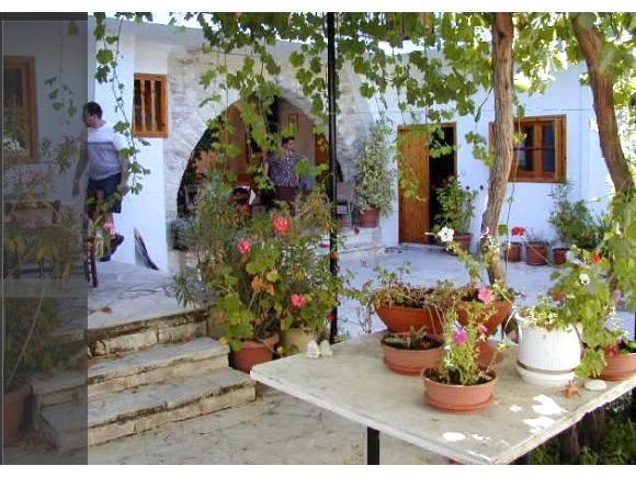 Traditional One Bedroom Apt balcony - Upper Floor – semesterbostad i Choirokoitia