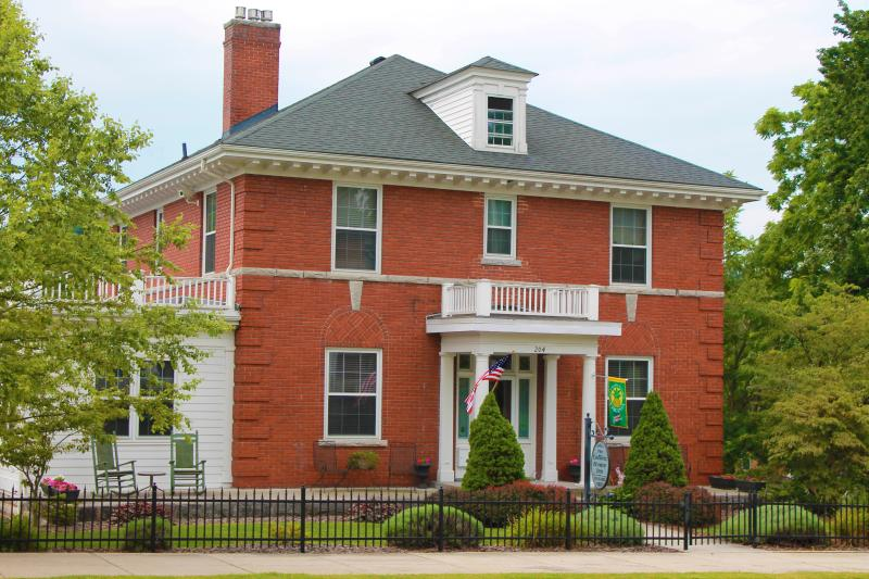 Collins House Inn Bed & Breakfast Marion VA, holiday rental in Glade Spring