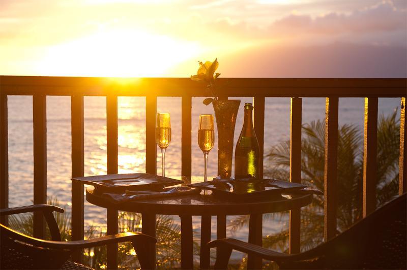 Champagne et dîner au coucher du soleil ! 25 pieds de l'océan !