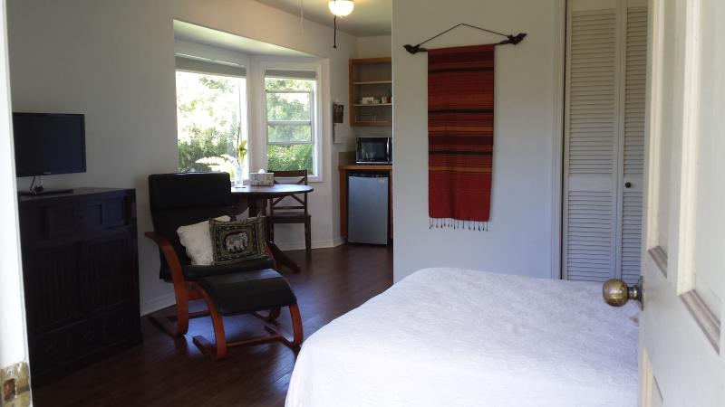 Tranquil cottage in farm setting minutes from Hawi, vacation rental in Hawi