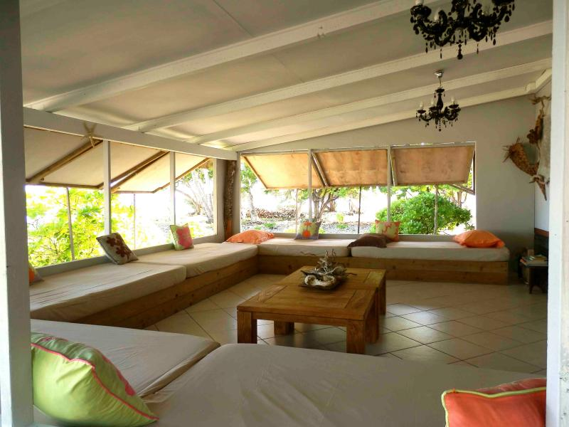 The lounge : six more beddings