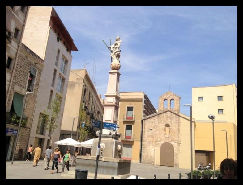 Sant Antoni Square 2 min walk