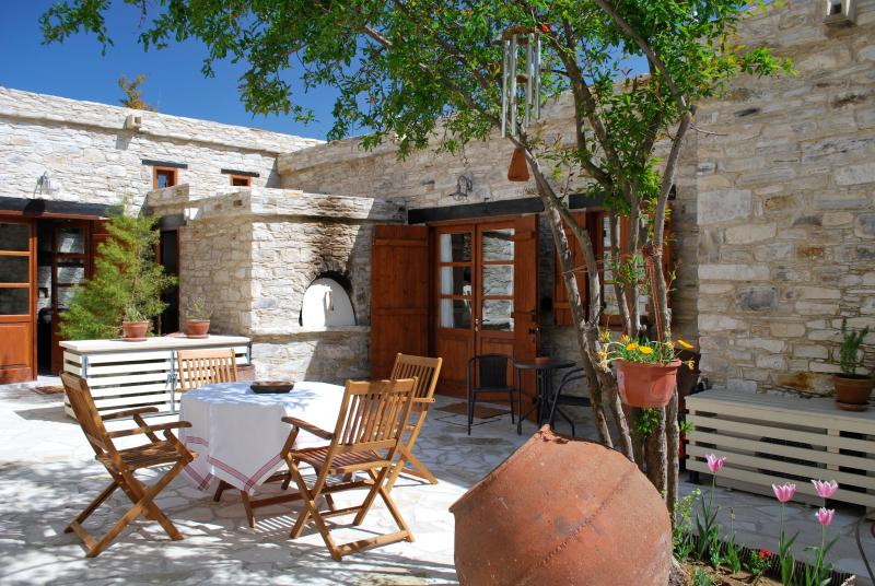Our private courtyard, near our 2 studio Apartments.