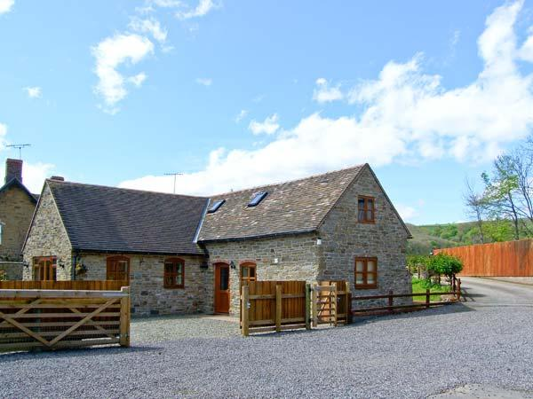 THE STABLE, pet friendly, character holiday cottage, with a garden in Craven, casa vacanza a Adforton
