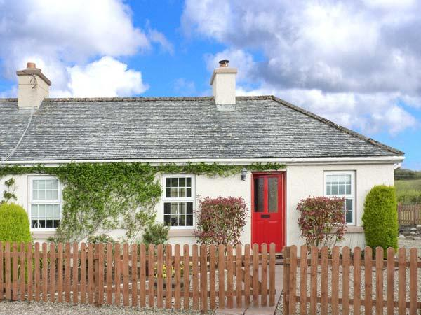 SUMMERHILL COTTAGE, pet-friendly single-storey cottage with woodburner, garden, location de vacances à Kilcar