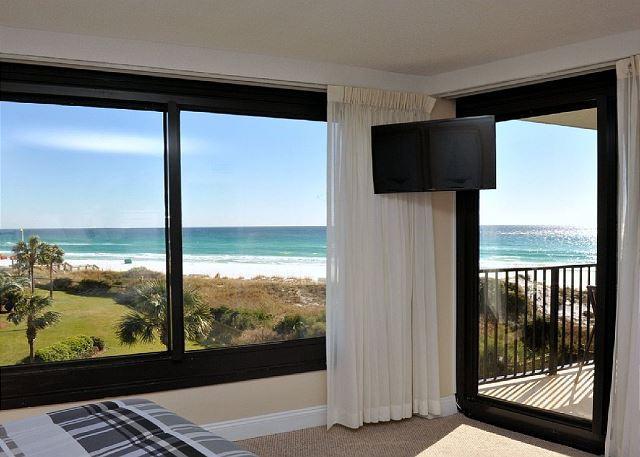 Vista panorámica de la playa desde el dormitorio principal