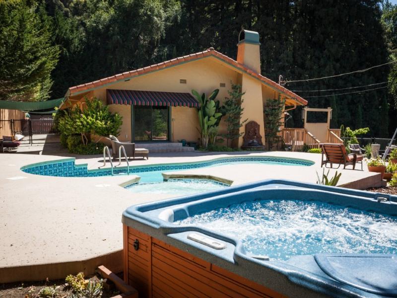 ¡ Bienvenido a Villa Soquel! Nuestro retiro de la ladera de la montaña hermosa en las Secuoyas.