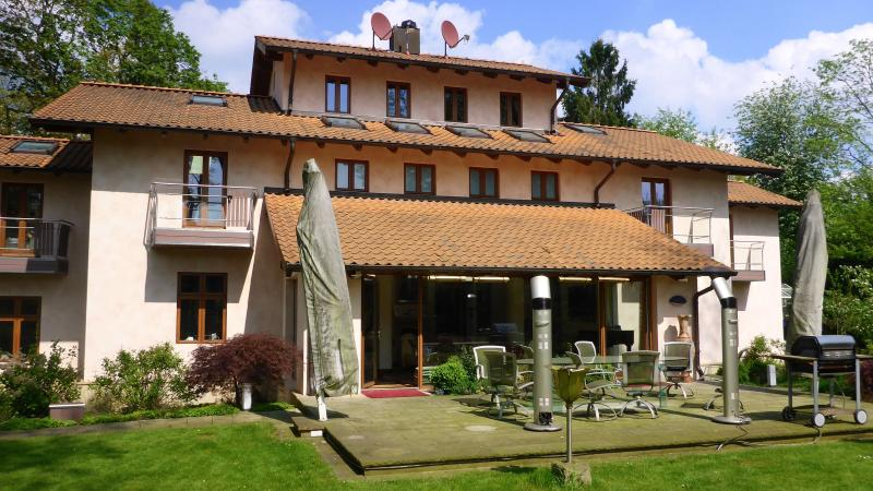 Hamburg luxury designed Villa 500 sqm, sleeps 10-12 in 5 bedrooms and 4 marble bathrooms