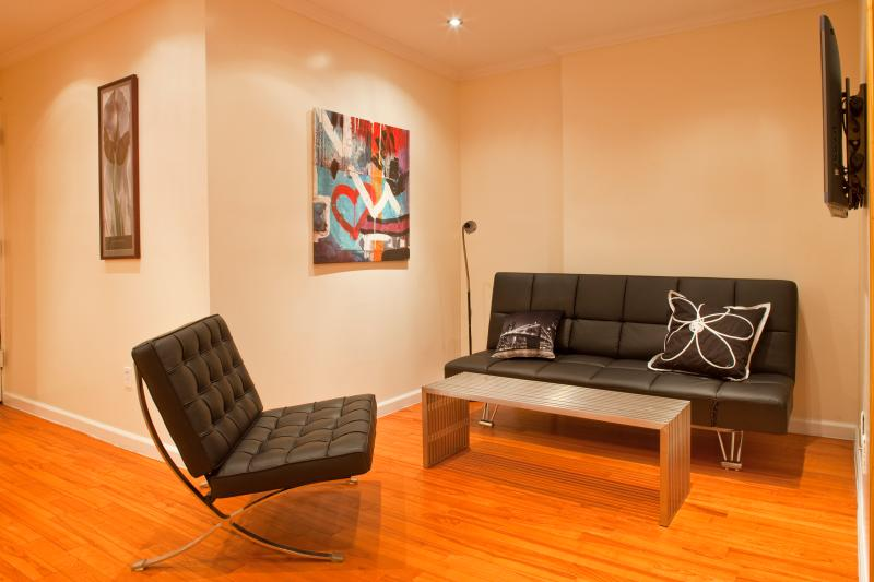 Living area with stainless steel coffeetable