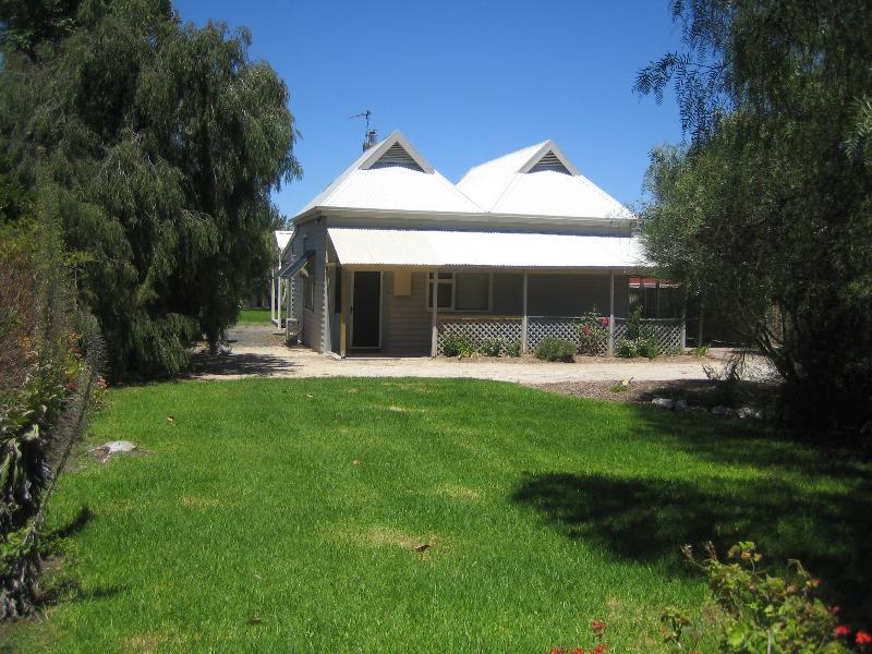 Showgrounds Cottage, Naracoorte, vacation rental in Naracoorte
