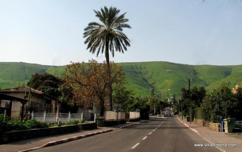 La calle principal en Yavne'el en el invierno