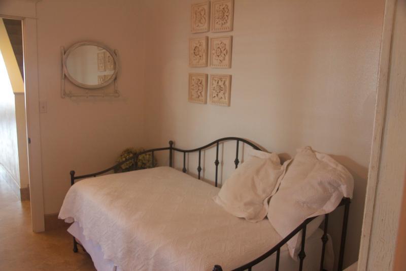 daybed 1st floor bedroom