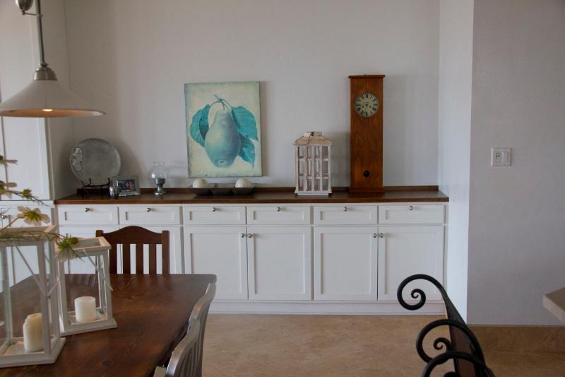 Built-in in dining room