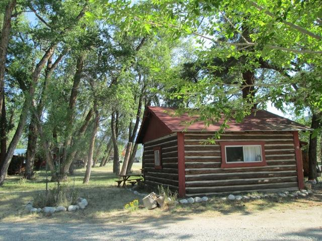 Located in Buena Vista, Colorado, this quiet cabin is surrounded by tall trees