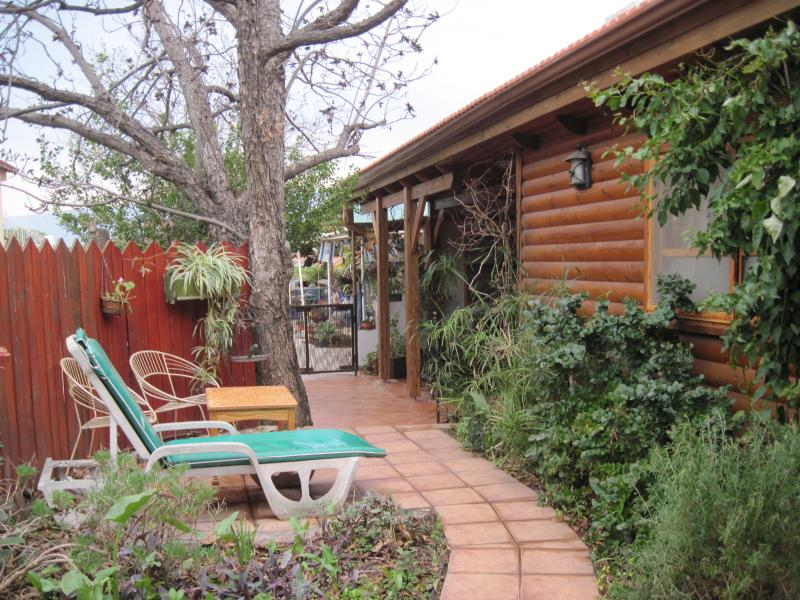 Beautiful Cabin  surrounded by Nature, Ferienwohnung in Gedera