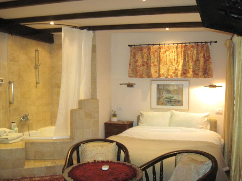 Romantic Bath inside the room