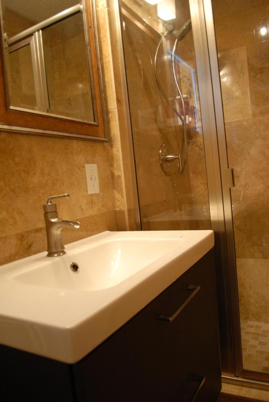Suite B  Travertine Tile Bathroom
