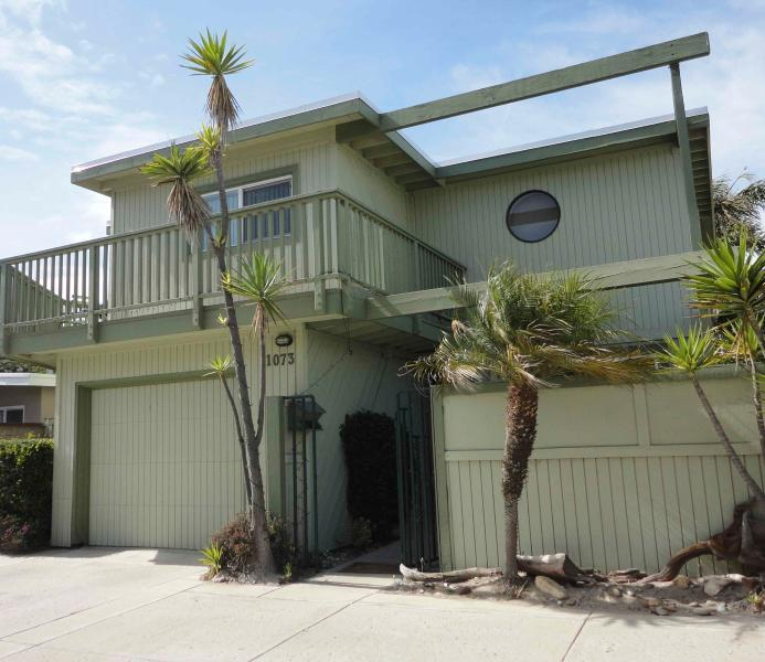 Charming Ventura Beach House with Ocean View  and Just Steps to the Sand, vacation rental in Ventura