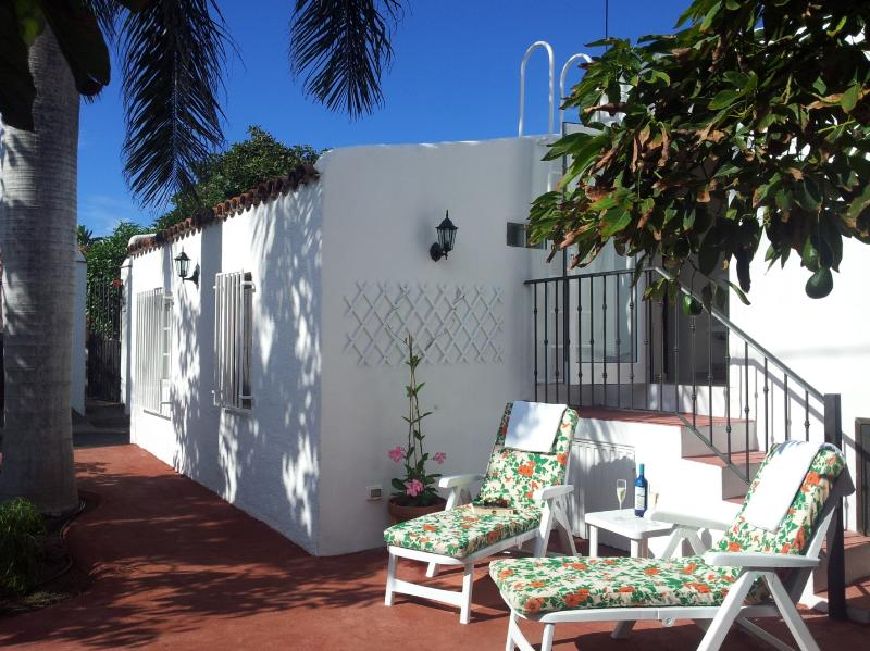 This is what awaits for you in Tenerife at Villa Juanita. Sunny terrace among avocado trees