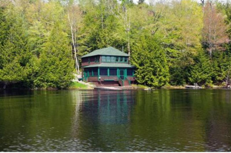 Panther Cottage - Sits Right on Upper Saranac Lake