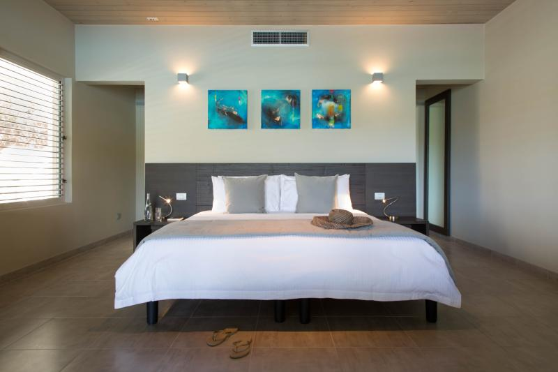 Seafront Condo Bed (king or twin)