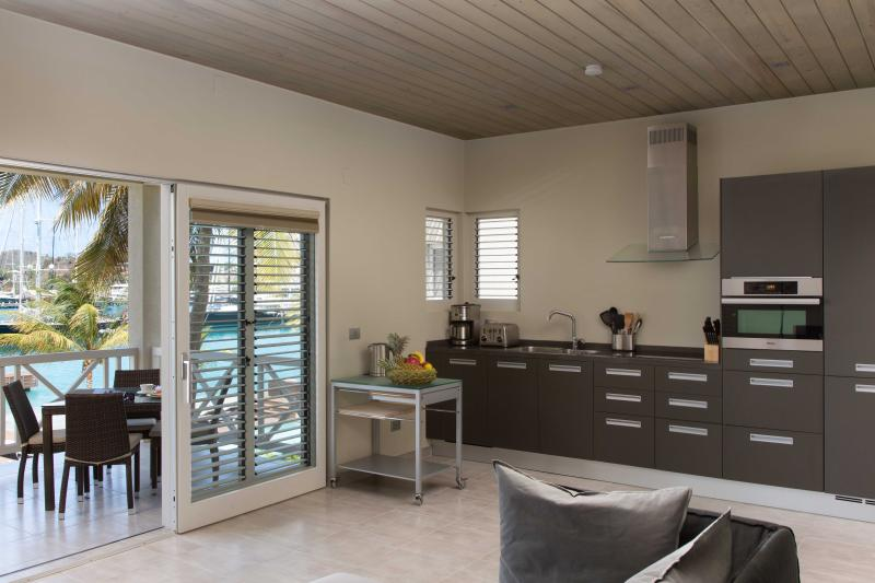 Seafront Condo fully equipped kitchen