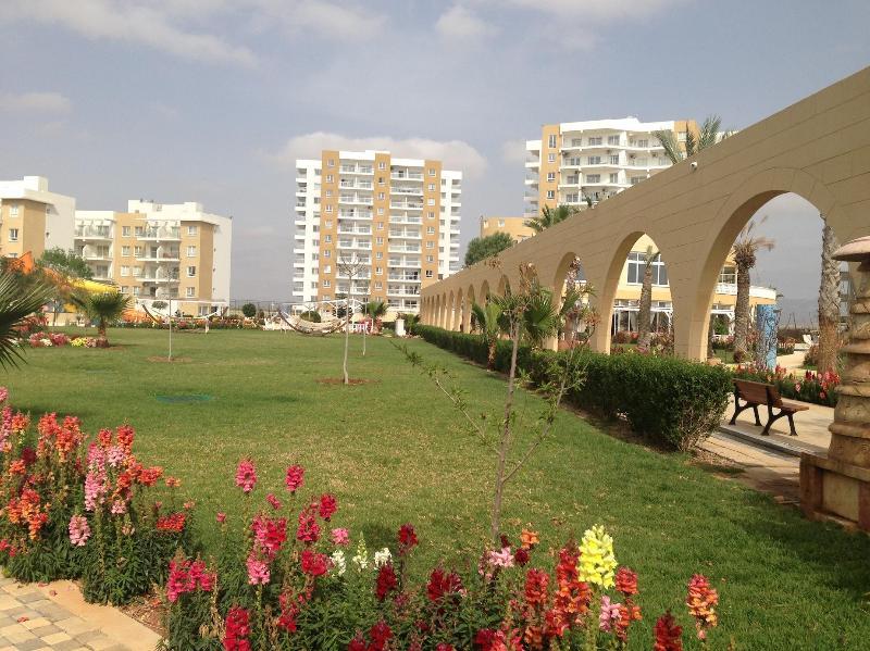 Modern apartment near seaside (Caesar Resort), holiday rental in Trikomo