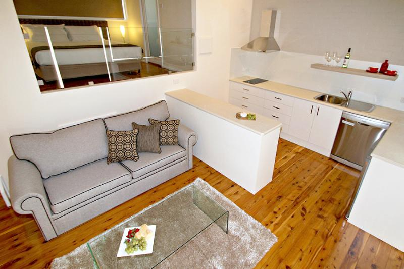Villas 1, 2, 5 & 6 are one-bed villas. They provide a king bed, full kitchen, BBQ, deck & views.