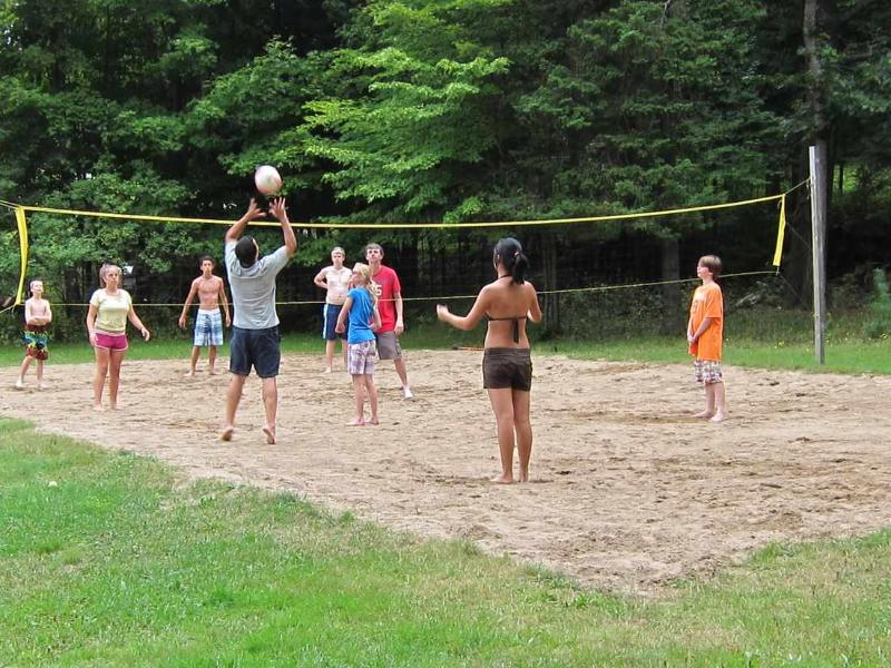 Clyffe House: Cancha de volley playa