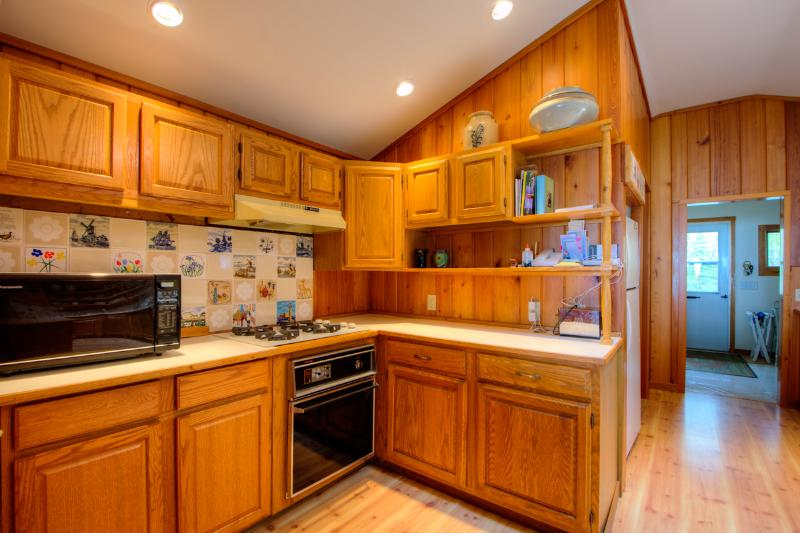 Kitchen offers all appliances including microwave, dishwasher, stove and oven