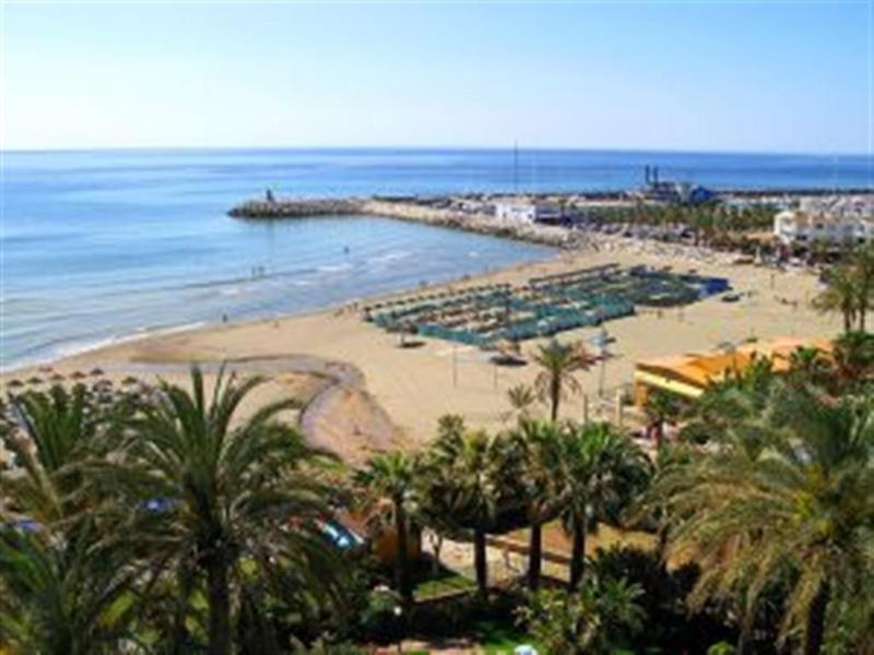 Playa situación 50m del apartamento. 100m al puerto de yates