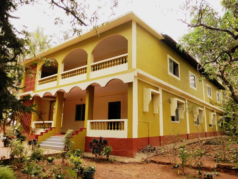 Nativefolks Sunshine Hues Homestay, holiday rental in Corlim