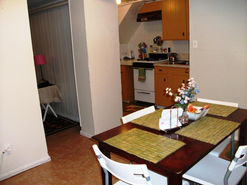 Eat-In Dining Room & Full Kitchen