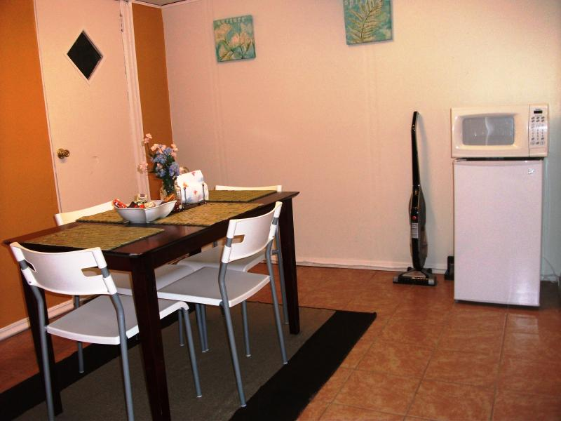 Eat-In Dining Room w/Fridge with Free Bottled Water and Sodas