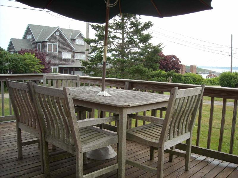 Ocean access with ocean view deck, location de vacances à Jamestown